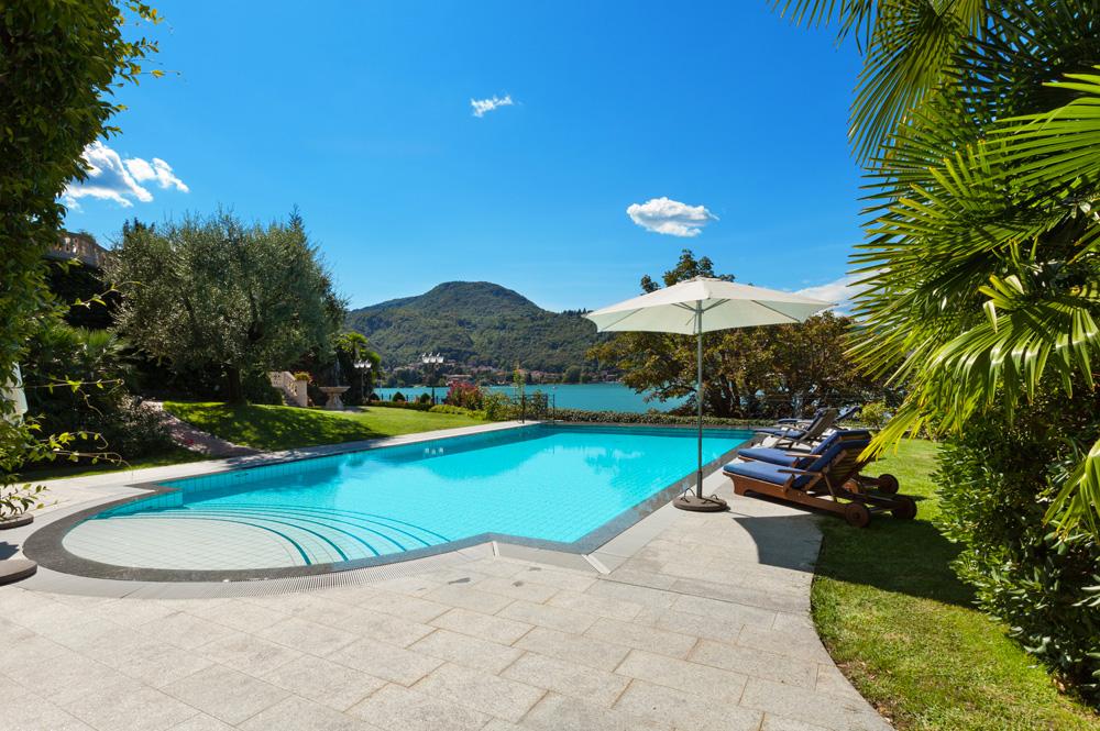 Piscine a sfioro global piscine for Piscina fuori terra normativa